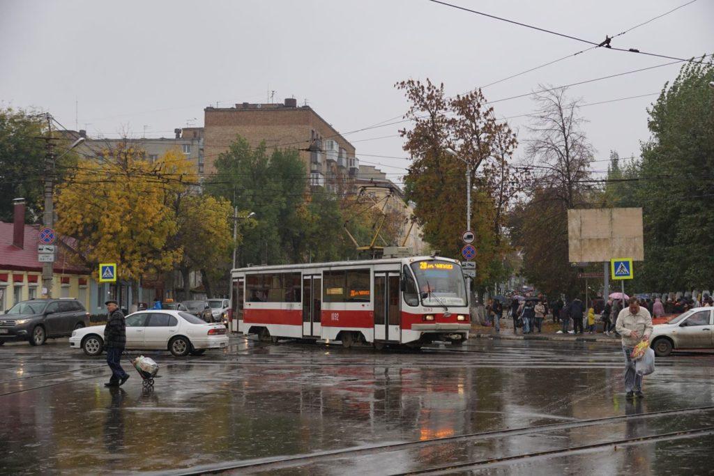 Typische Straßenszene bei regnerischem Wetter. | FotoFoto: Hannes O.